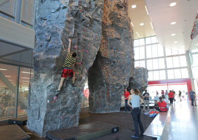 CSUN-AFP-Gym-Design-University-StudentRecCenter-rockclimbing